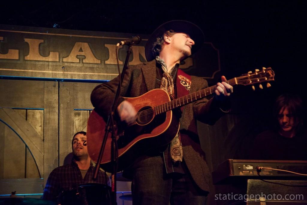 Paul Chesne Band at Villians Tavern © 2011 Michael Kang